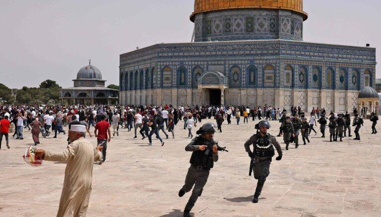 Izraēlas policija Jeruzalemē atkal iebrūk Aksas mošejā