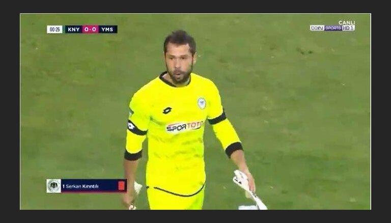 Video: vārtsargs pēc nospēlētām 13 sekundēm nopelna sarkano kartīti Turcijas čempionātā