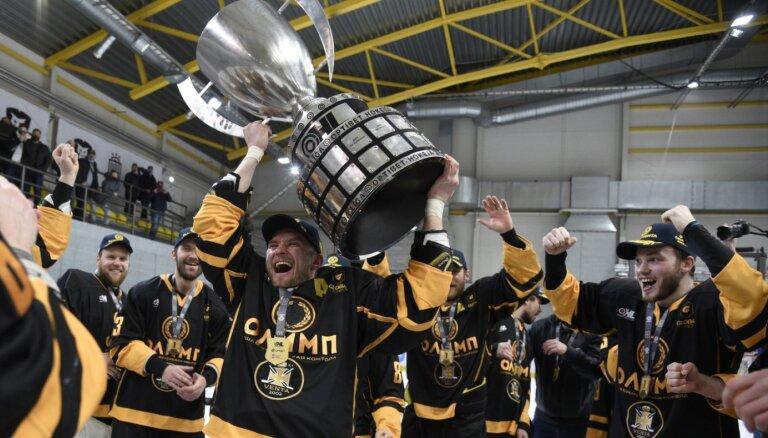 'Olimp/Venta 2002' hokejisti pirmo reizi kļūst par Latvijas čempioniem