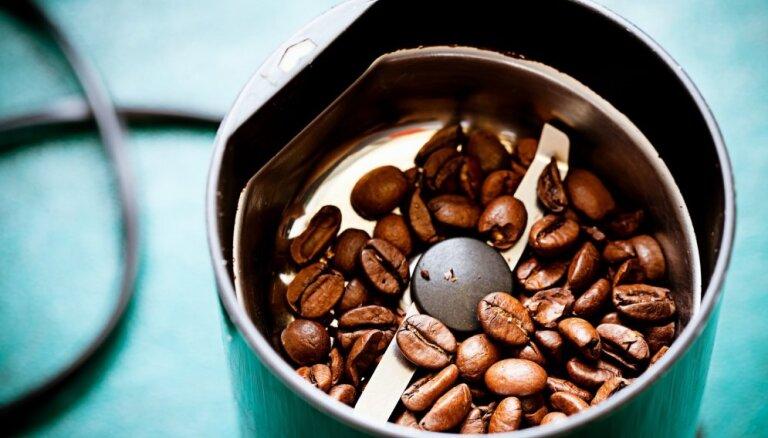 Kāpēc kafijas dzirnaviņās vajadzētu bērt rīsus?