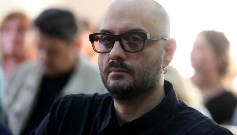 Франция наградила орденом сидящего под домашним арестом режиссера Серебренникова