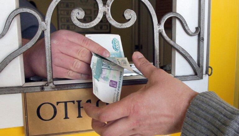 Strauji krīt Krievijas rubļa vērtība un akciju cenas biržā