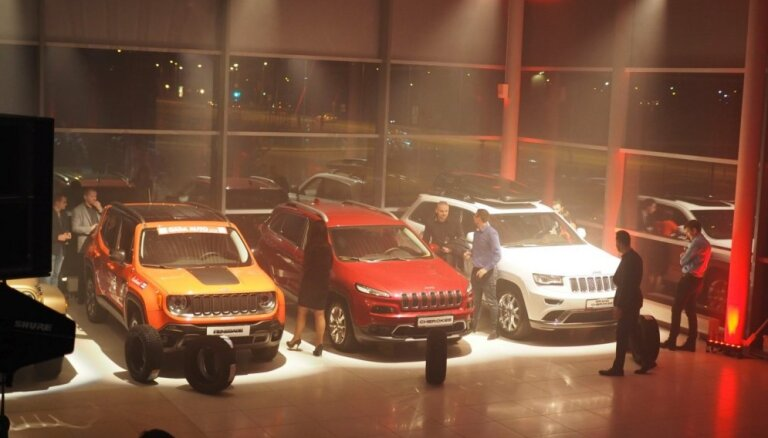 Foto: 'Autobrava' atklāj jauno autosalonu