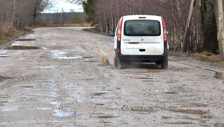 В девяти краях деньги на ремонт дорог ушли на зарплаты и ремонт других территорий