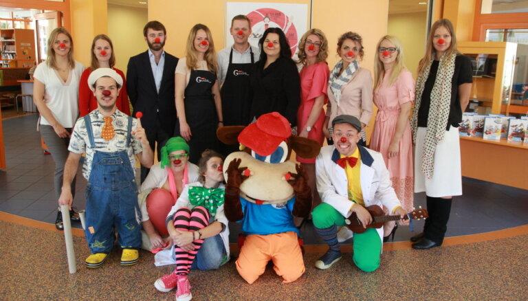 Sākusies ikgadējā Dakteru klaunu labdarības akcija 'Smiekli ārstē!'