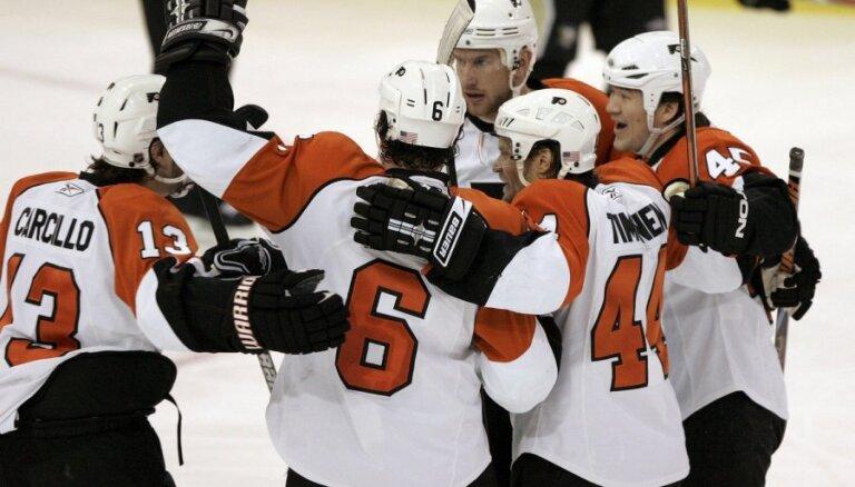 Stenlija kausa fināla atkārtojumā uzvar Bārtuļa 'Flyers'