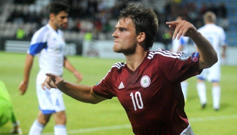 Лучший голеадор сборной Латвии по футболу сменил команду