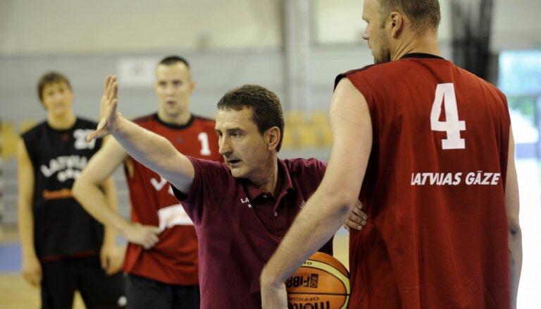 'Nebija gatavi lielām uzvarām...' Pirmais izlases ārzemju treneris atceras Latvijas basketbolu