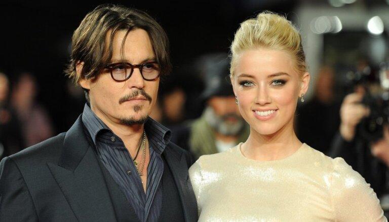 Анджелина Джоли уговаривает Джонни Деппа отказаться от женитьбы