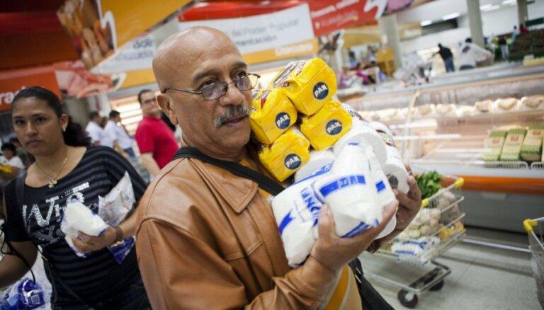 В Венесуэле вводят продуктовые карточки