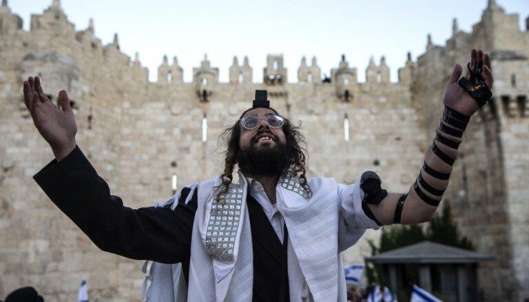 Tūkstošiem izraēliešu nacionālistu devušies gājienā pa Jeruzalemi