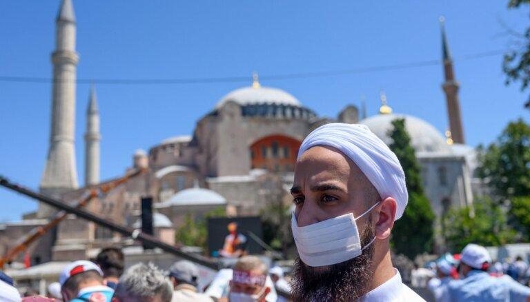 """Сожжение флага и """"византийская мечта"""". Греция и Турция спорят из-за Айя-Софии"""