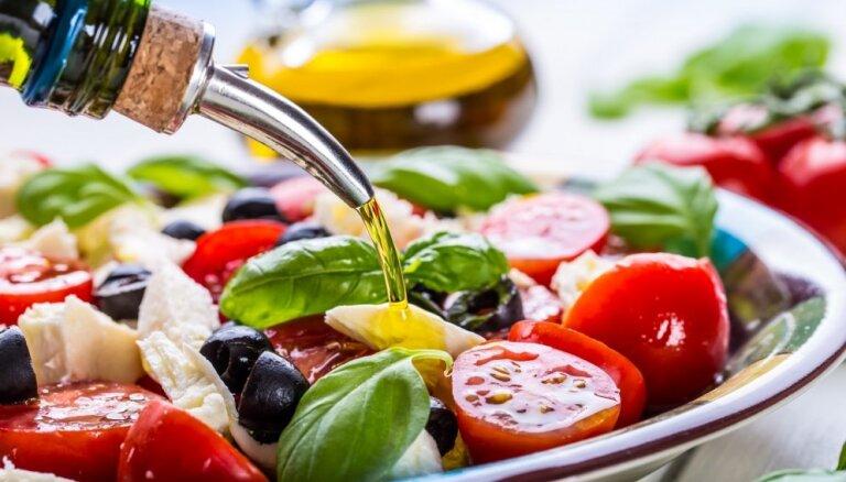 Оливки не спасут: ученые выяснили, что средиземноморская диета помогает только богатым