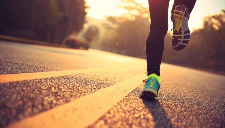 Neiedzīvojies traumās! Kas jāņem vērā sporta apavu izvēlē
