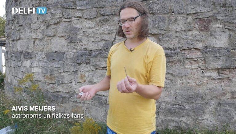 Kā noteikt magnēta polus, izmantojot kompasu