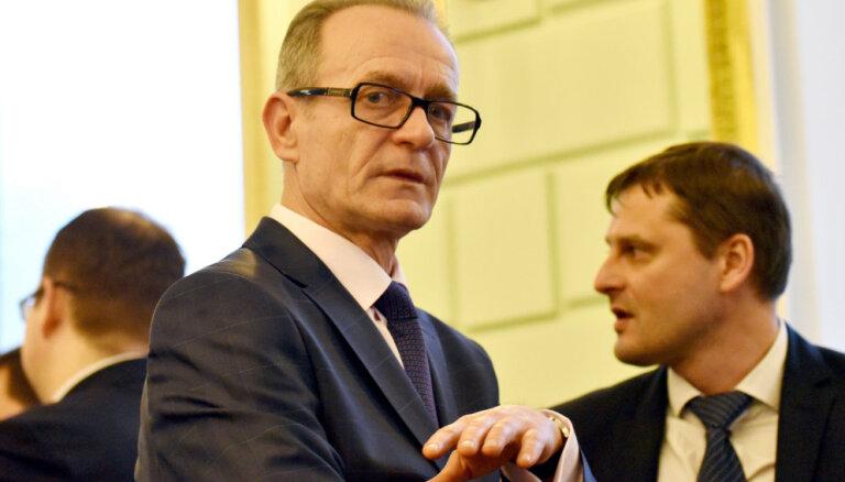 Rasnačs iztur neuzticības balsojumu Saeimā