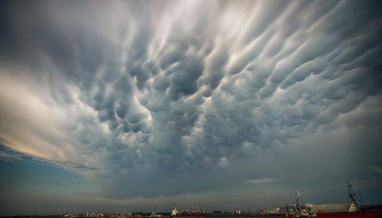 Foto: Liepājnieki fotogrāfijās iemūžina skaistās debesis