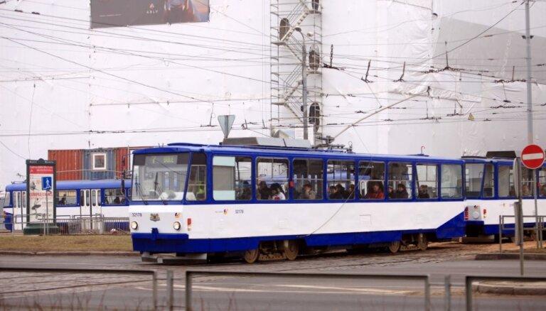 Kratīšanas 'Rīgas satiksmē' veiktas no 'nanoūdens' lietas izdalītā kriminālprocesā