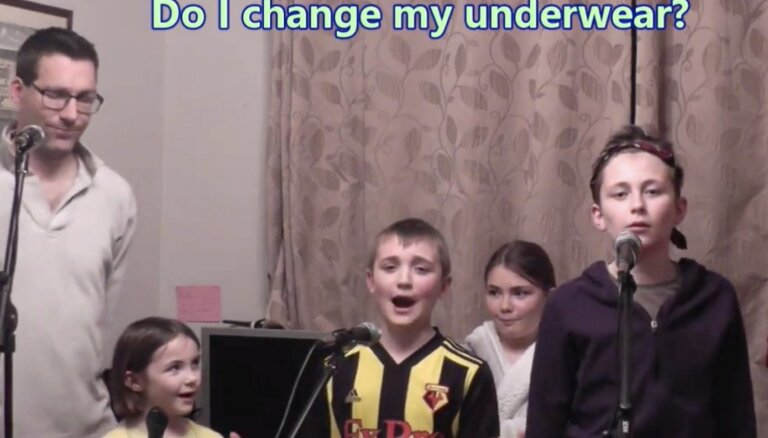 Noskaties! Sociālajos tīklos slavu guvis ģimenisks mūzikla 'Nožēlojamie' dziedājums