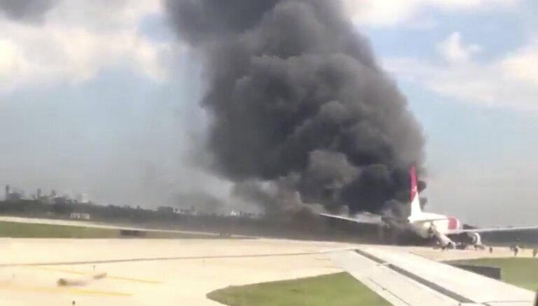 Ирландский аэропорт Шэннон приостановил работу из-за пожара на самолете