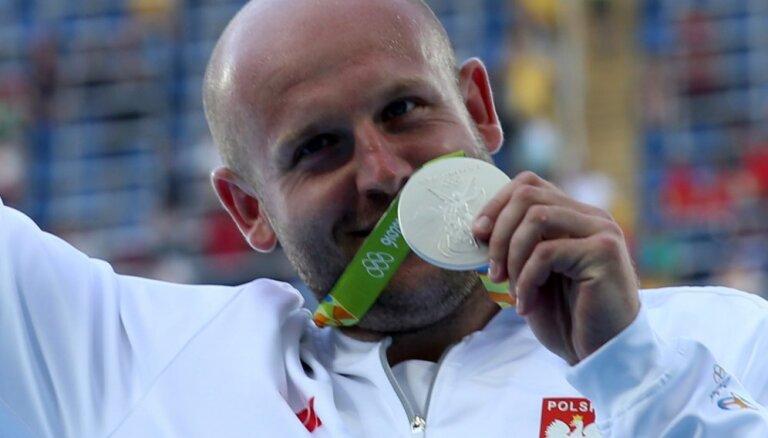 ФОТО: Польский атлет продает олимпийскую медаль ради спасения ребенка