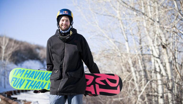 Video: Britu snovbordists pirmais pasaulē veic 1800 grādu lēcienu atmuguriski