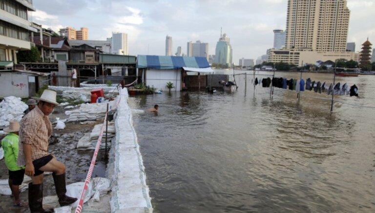 В Таиланде предлагают взорвать дороги: Бангкок уходит под воду