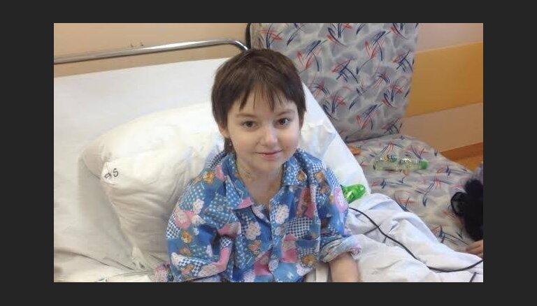 Фонд Детской больницы опровергает слухи о том, что семья Дависа не проживала в Латвии