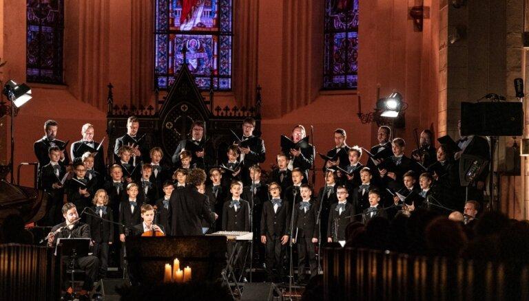 Noskaties! Rīgas Doma zēnu koris emocionālā video aicina saudzēt savus līdzcilvēkus