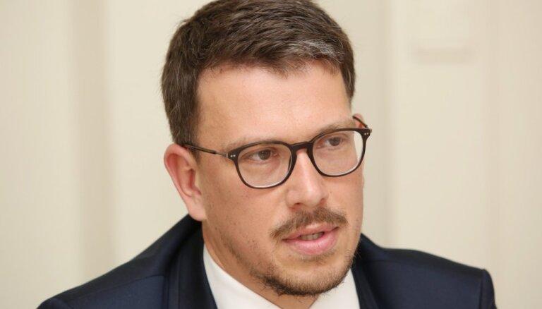 Septiņi deputāti prasa atbrīvot no amata Talsu domes priekšsēdētāju Zelderi