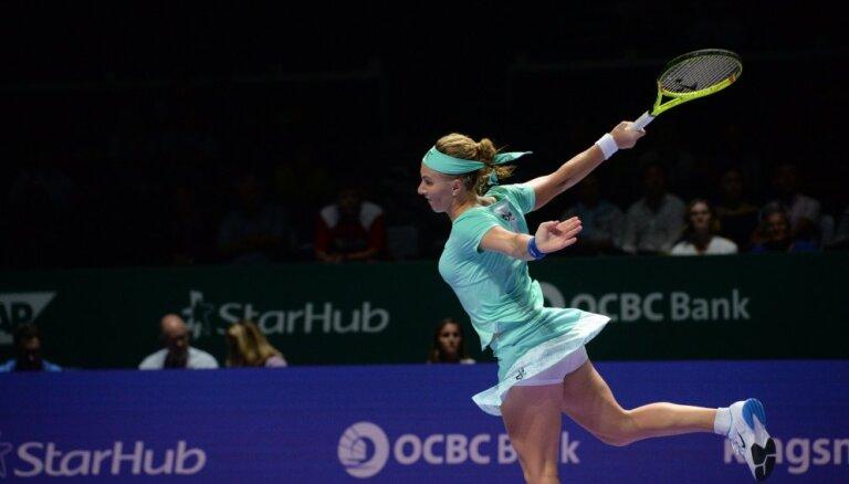 ВИДЕО: Кузнецова подстригла свою косу во время матча Итогового турнира WTA