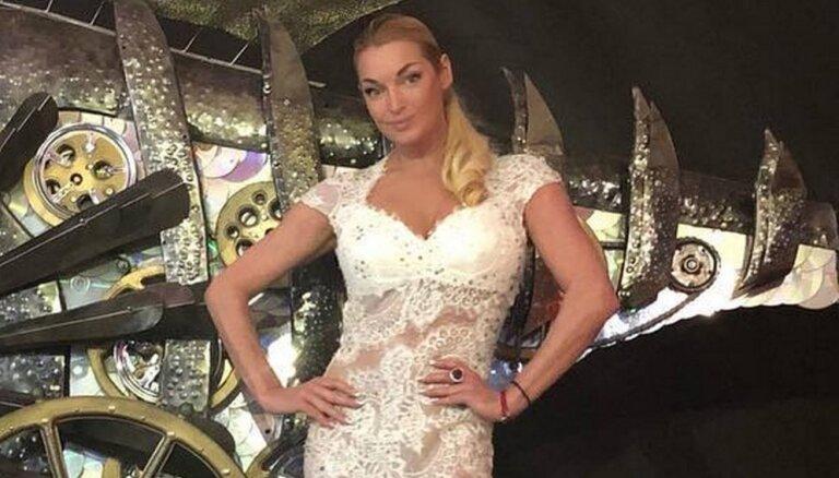 ФОТО: Волочкова показала свадебное платье, скоро покажет жениха