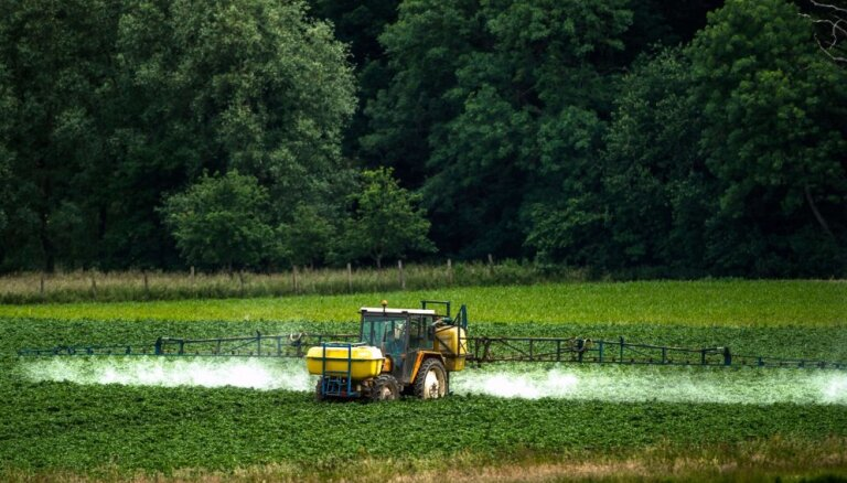 Cilvēkam jāļauj īslaicīgi strādāt lauksaimniecībā, saglabājot pabalstu, vēsta LSA