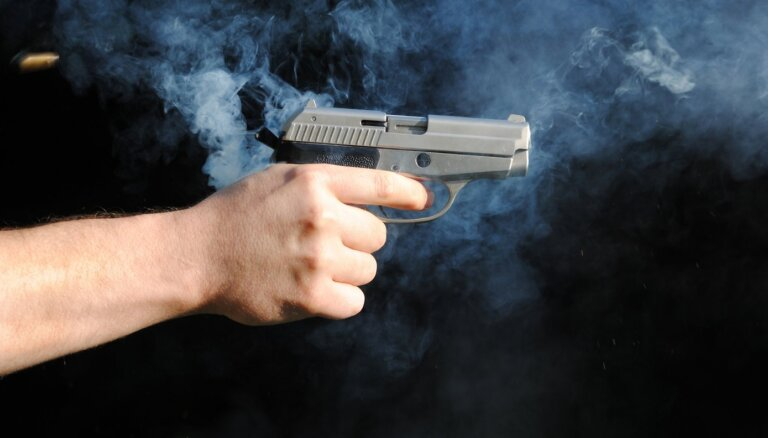 """27 000 """"стволов"""" в утиль? Как Латвия поставила крест на купленных ранее газовых пистолетах"""