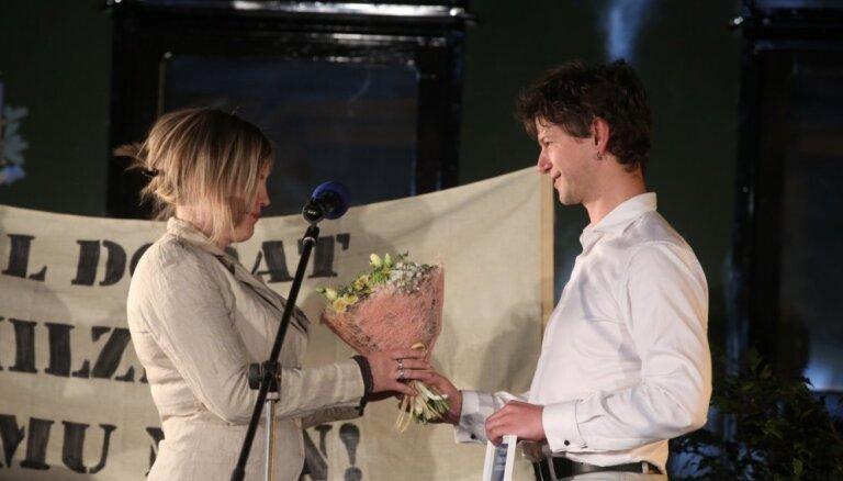Apbalvoti Latvijas Literatūras gada balvas laureāti