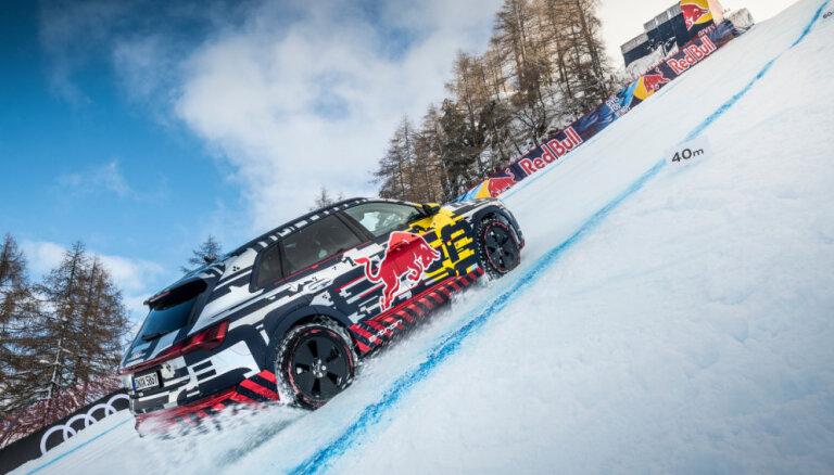 Video: 'Audi' elektriskais apvidnieks iekaro Streifas slēpošanas trases stāvāko nogāzi