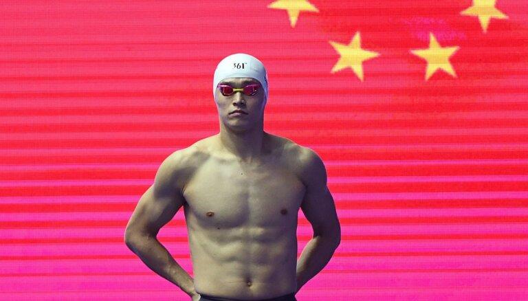 Olimpiskais čempions peldēšanā Suņs pārsūdzējis viņam piespriesto astoņu gadu diskvalifikāciju