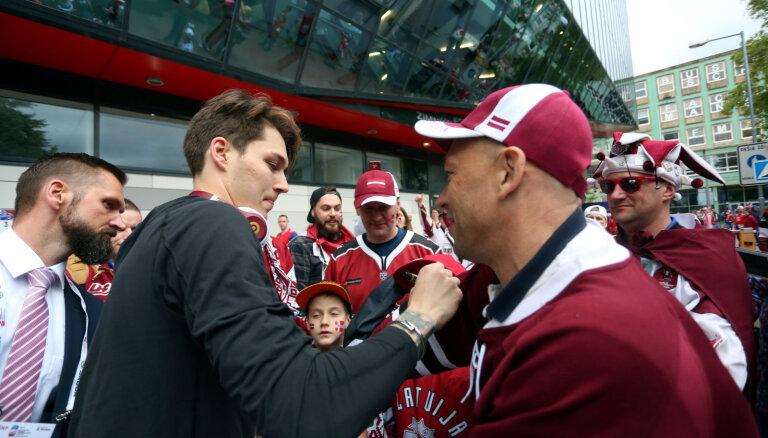 Video: Latvijas hokejisti atgriežas no pasaules čempionāta