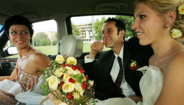 Foto: Kā Aigars Grāvers savu Aiju apprecēja