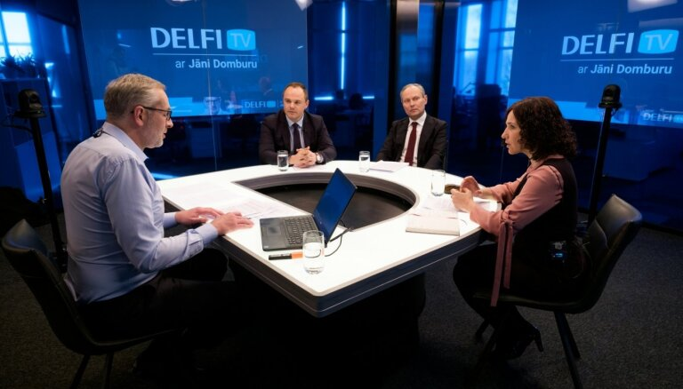 'Delfi TV ar Jāni Domburu': Šuplinska un IZM amatpersonas atbild par ārkārtējās situācijas risinājumiem izglītībā