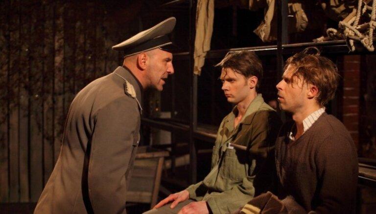 Dzīve, kaisle un alkas totalitārismā. 'Lielā melu burtnīca' Dailes teātrī