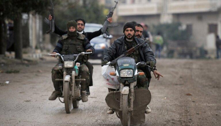 Laikraksts: Obamas administrācija apturējusi Sīrijas nemiernieku apmācību programmu