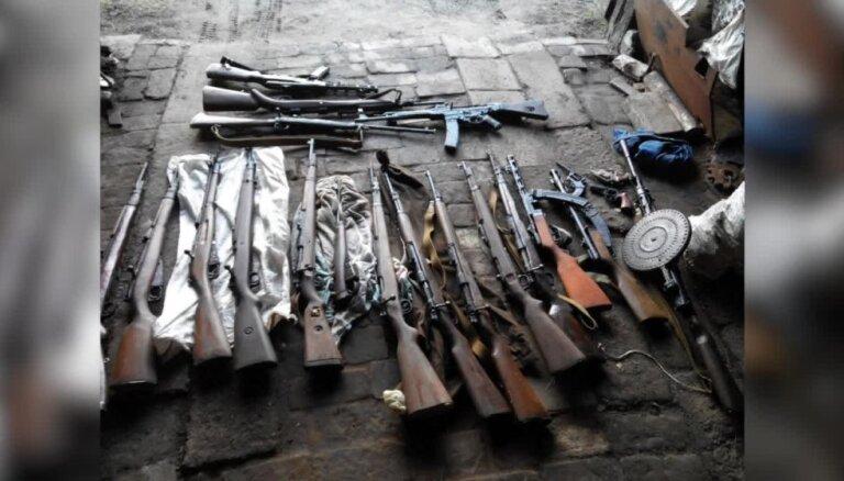 Policija aptur vērienīgu ieroču tirdzniecības ķēdi; 10 aizturētie