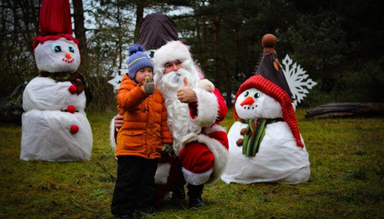 Foto: Ar rūķiem un Ziemassvētku vecīti Ziemupē atklāj Rūķupi