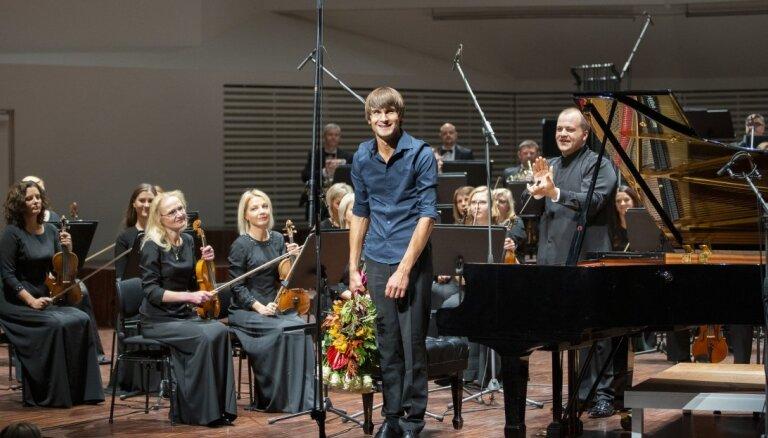 Liepājas Simfoniskais orķestris koncertēs kopā ar Vestardu Šimku