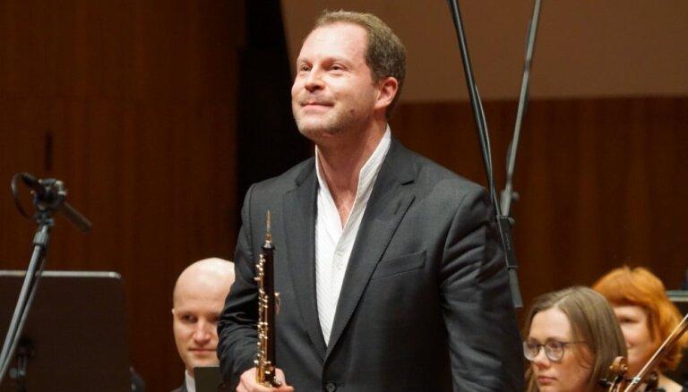 Koncerta recenzija: Pārpasaulīga obojas balss ar diriģenta zizli – Aleksejs Ogrinčuks Rīgā