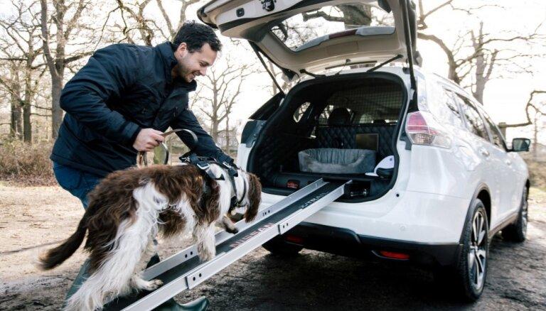 'Nissan X-Trail' speciāli suņiem ar iebūvētu dušu, fēnu un rampu