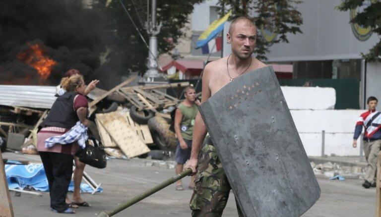 Atvadas no Maidana: Kijevā gandrīz pilnībā nojaukta protestētāju nometne