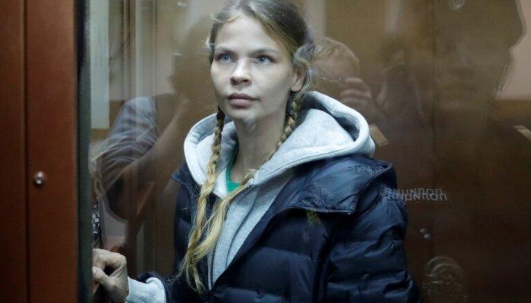 Nastja Ribka atbrīvota no ieslodzījuma Krievijā