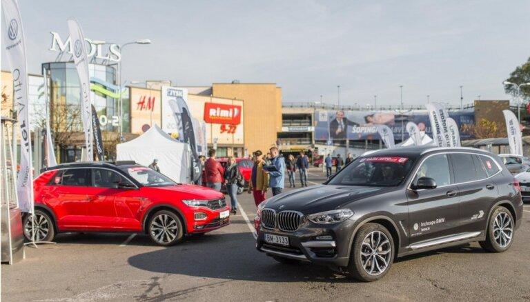 Video: 'Latvijas Gada auto' jauno auto testa diena pie 'Mola'